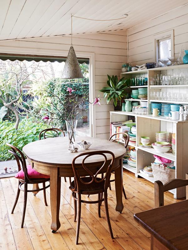 indoor_outdoor kitchen