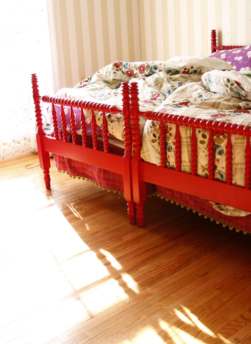 source - Jenny Lind Twin Bed