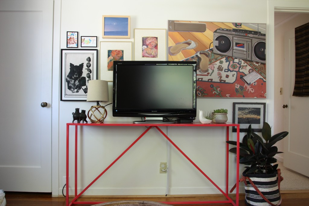 Red House West || TV Gallery Wall